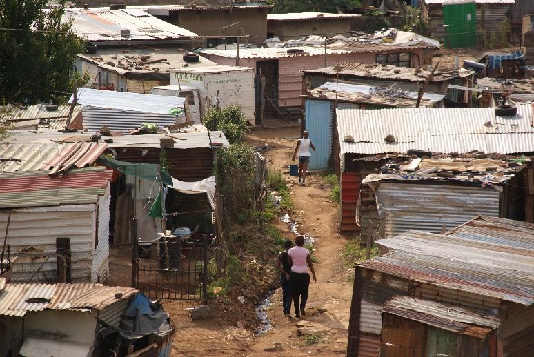 Een echte sloppenwijk zonder stroom.
