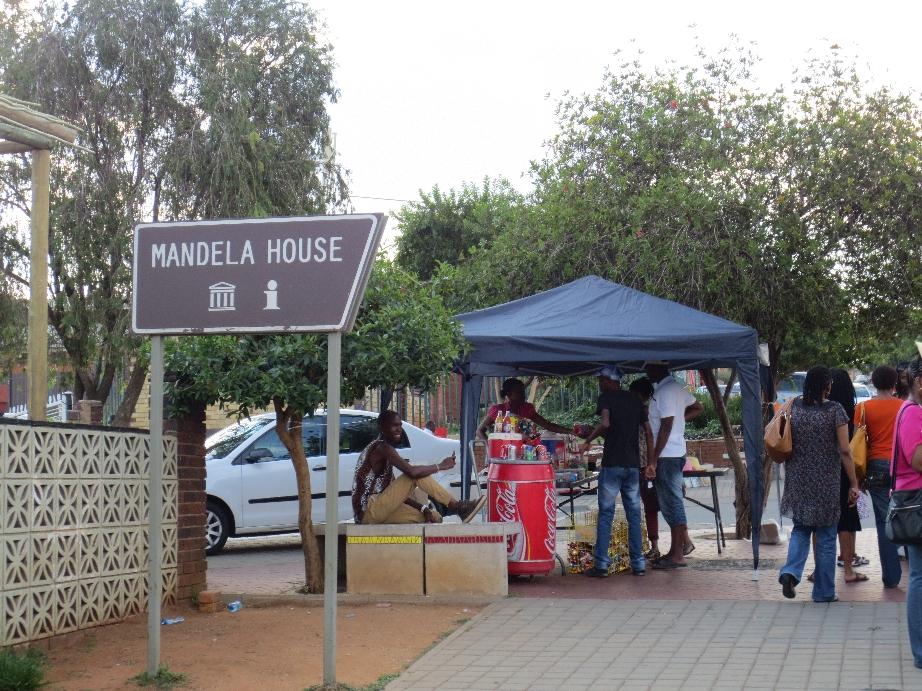 Bij het Mandelahouse